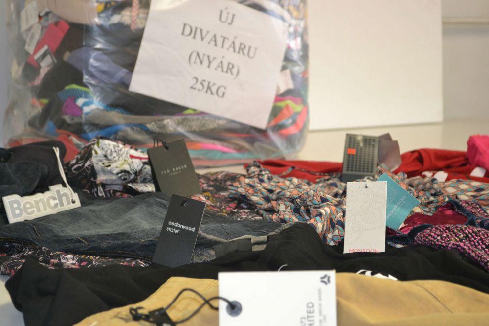 Új nyári ruházat - Minőségi Angol használtruha nagyker. 76e2c87589